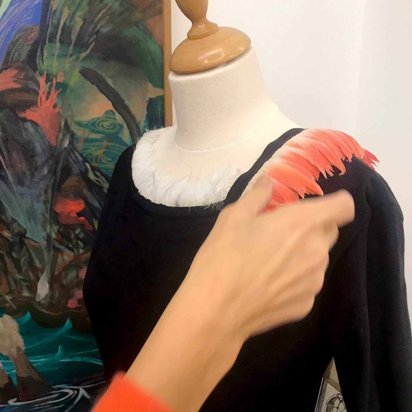 Marie-Herbreteau-main-plumes-flamants-roses-Suzanne-Hetzel