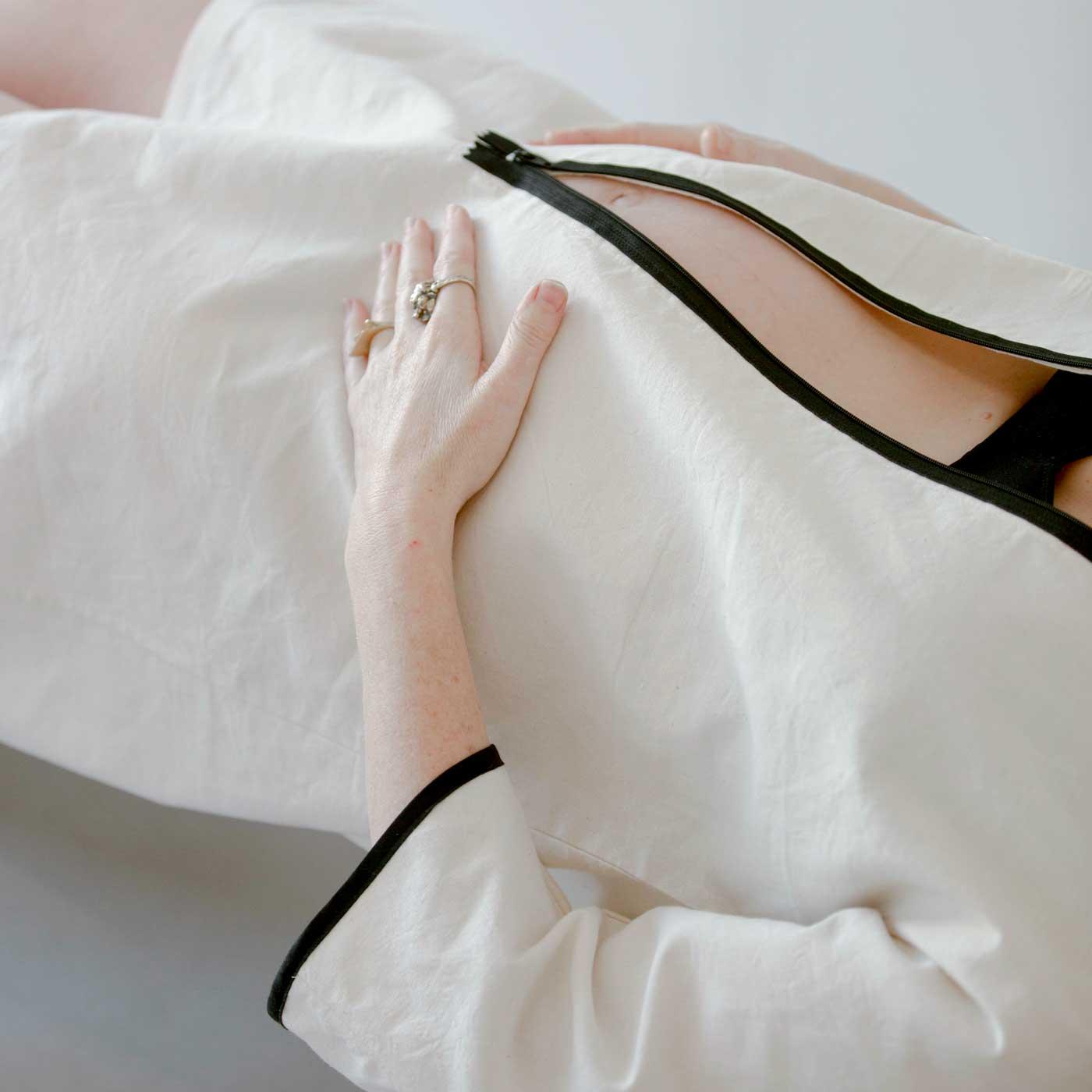 robe-courte-Helena-détail-couchée